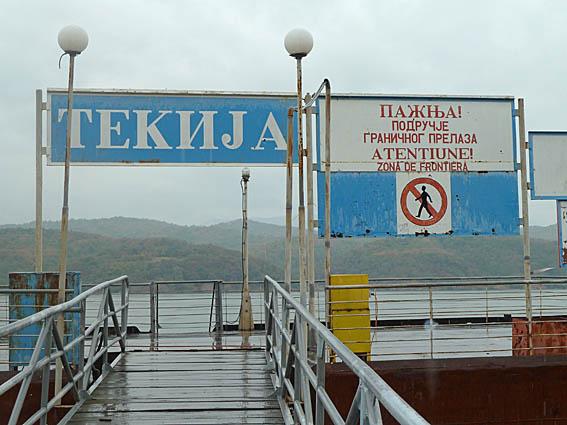 Serbiska utbrytare gar samman